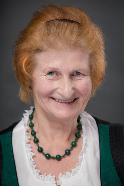 Marianne Holzinger - Goldhauben Thalheim